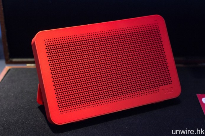 同場還展出採用薄身設計、機身輕巧便攜的 SoundTour,這款喇叭設有嵌入式座檯支架及咪高峰,令它可以藍牙播歌之餘,亦可作免提通話之用。