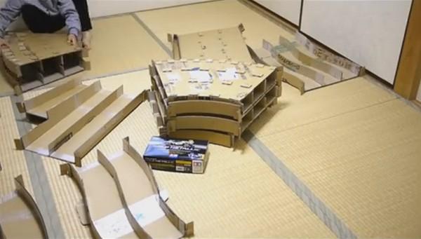 【有片睇】雙星四驅車賽道太貴?日本網民索性用紙皮複製一條出來