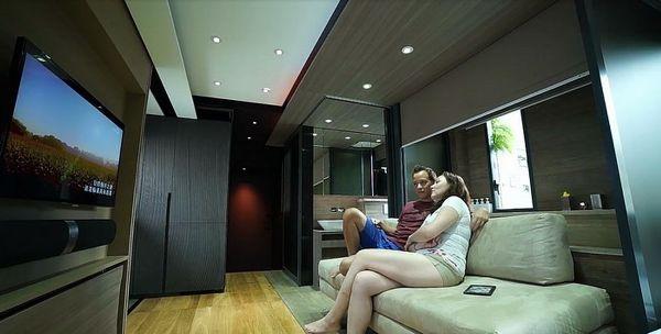 【有片睇】小空間大改造!設計師將香港 309 呎蝸居改裝成豪宅一樣