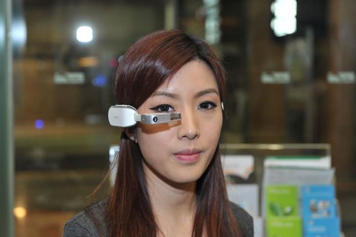 由香港公司研發並成功在 Kickstarter 集資的智能眼鏡。