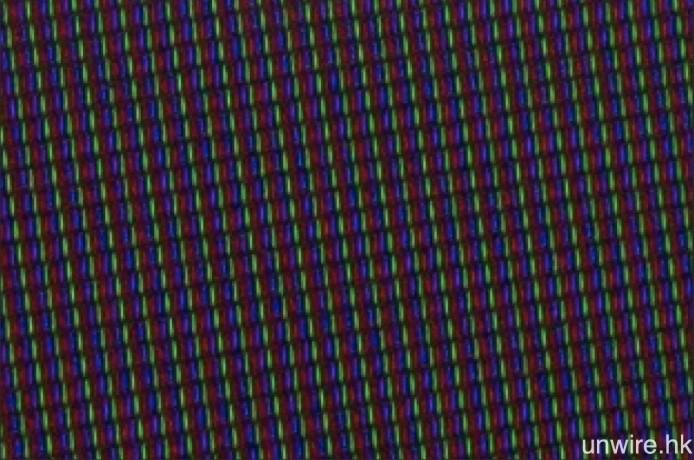 面板與 Max65 一樣為 RGB 子像素結構。