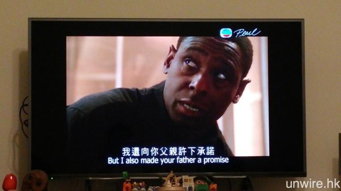 由於現時港台電視節目都是以 16:9 高清製作,放到 4:3 模擬電視廣播時,預計將會在節目中加入上下黑邊,以確保畫面不會有所損失。因此,若在 16:9 電視中觀看而不改變畫面比例,就會變成如圖般四邊都是黑邊的狀態。