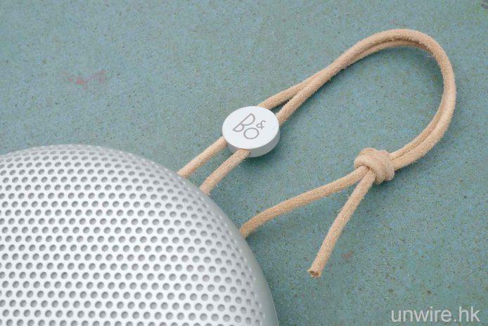 機頂附有皮製掛繩。