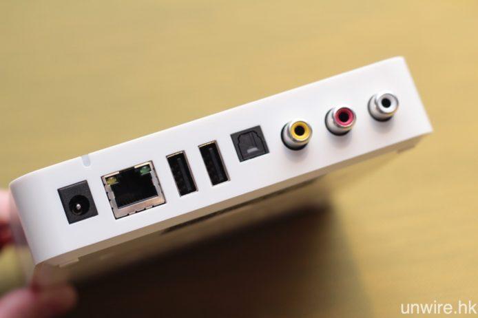 機背設有 RCA Audio、同軸、光纖、USB Type A 輸出及輸入端子,並可有線連接 Gigabit 寬頻網絡,無線 Wi-Fi 則支援 2.4G 及 5G 雙頻。