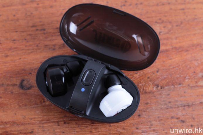 充滿電的 fFlat5 Aria One,實測可以連續聽歌約兩小時 50 分(以藍牙 aptX 連接)。