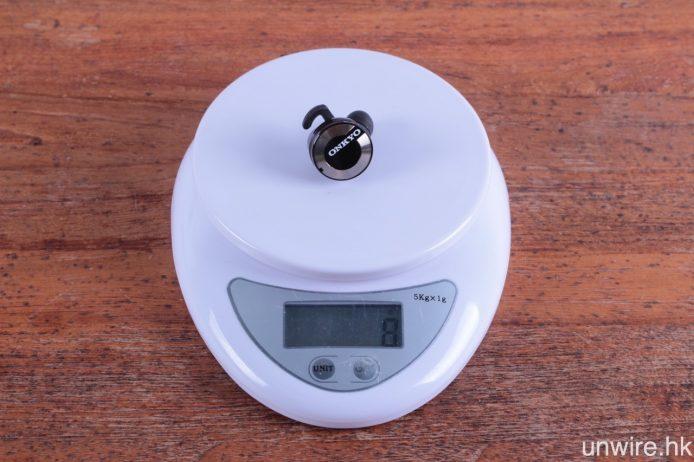 每邊耳機重量為 8g。