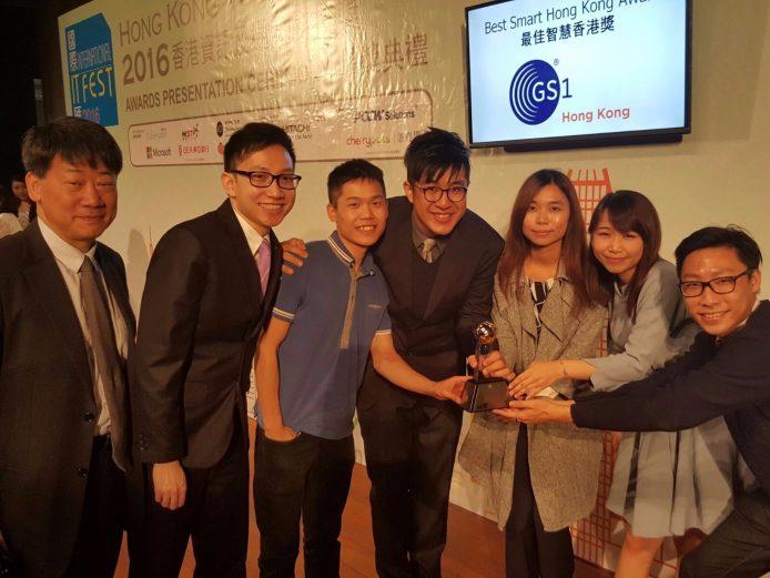 GoPOPYeah創辦人鄭子健 (左四)本身也是市集搞手,基於自己對籌備活動的認識及需要,從而建立GoPOPYeah這個平台,今次還得到ICT獎項,表示非常興奮。
