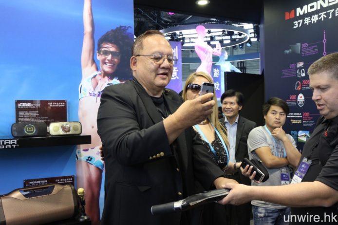 Monster 總裁李美聖亦有親臨上海,到訪 Monster 展區。