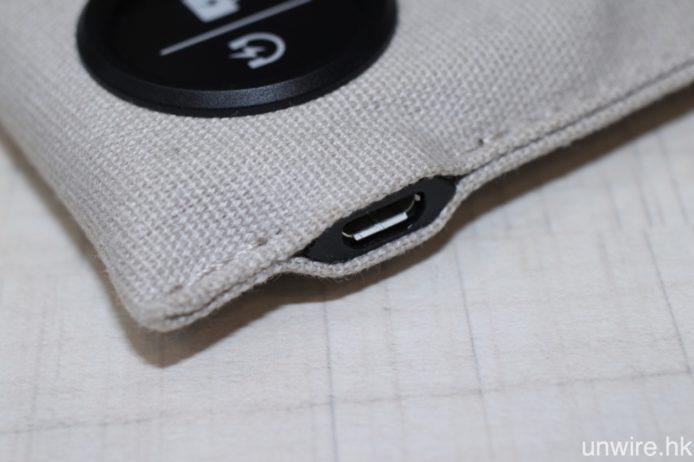 而該個充電袋亦同樣使用 MicroUSB 充電。