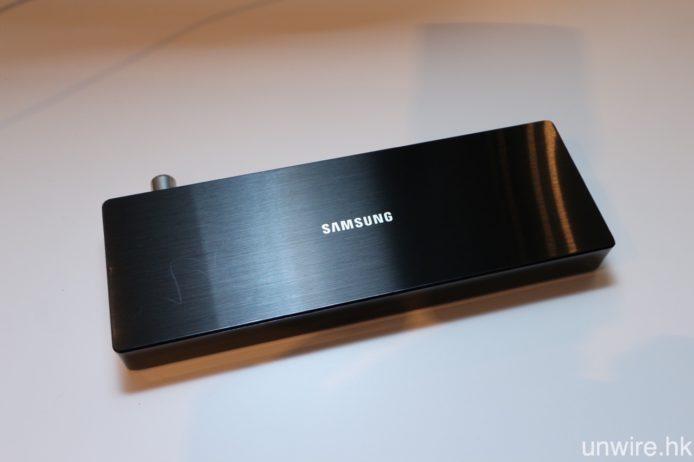 所有接駁端子繼續整合至 One Connect 外置接駁盒,新一代體積較上一代細小。