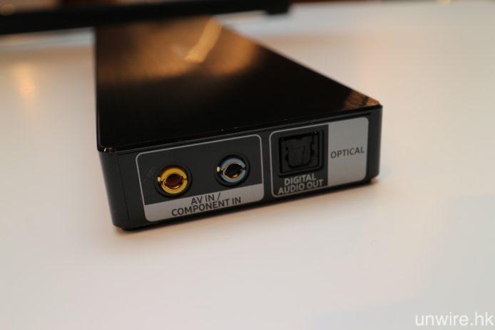 右邊配備 3.5mm/AV 及 3.5mm/色差輸入,以及光纖輸出端子。