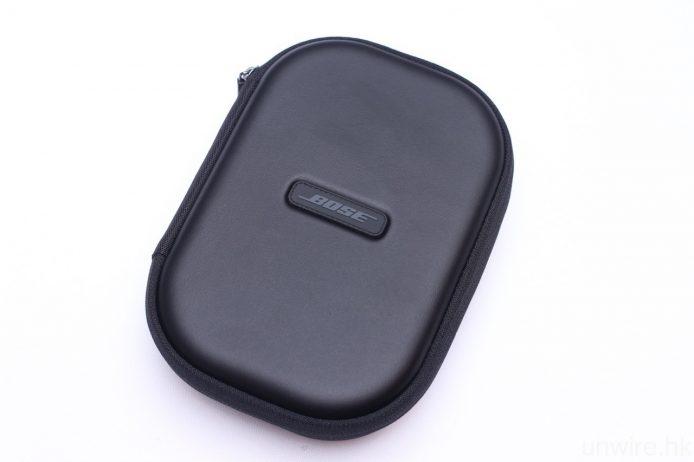 隨機附送便攜盒、3.5mm 接線、USB 充電線及飛航轉插。