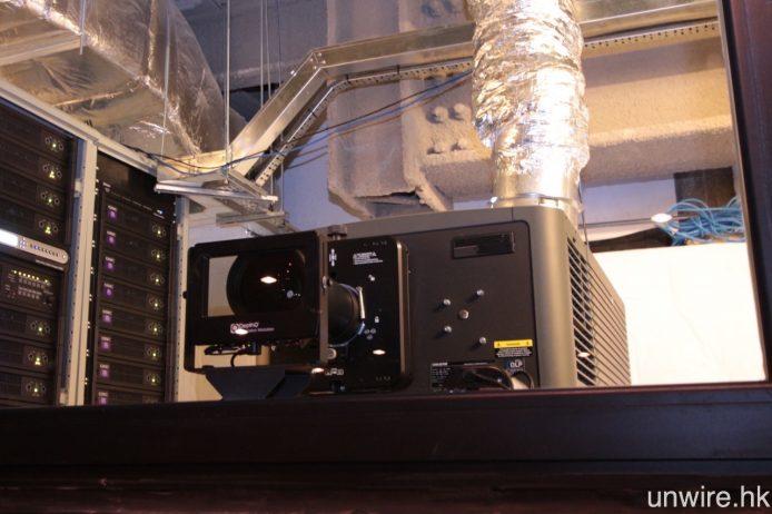 現時各間戲院採用之 4K 投影機,多數為 Sony 或 Christine(圖)之專業級放映系統。
