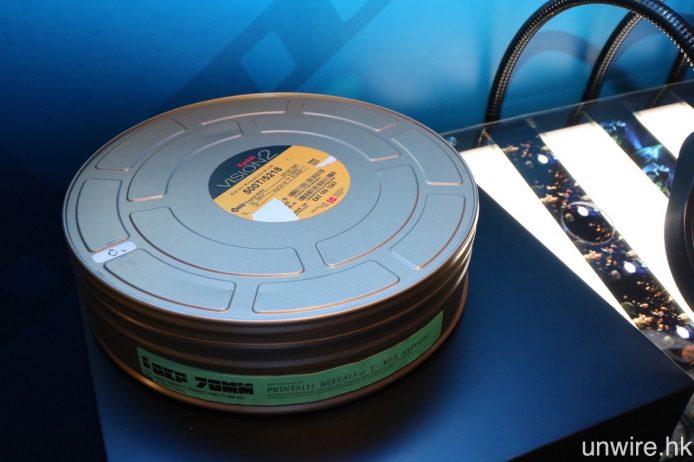 圖中盒內就是裝載著 IMAX 70mm 電影菲林拷貝。