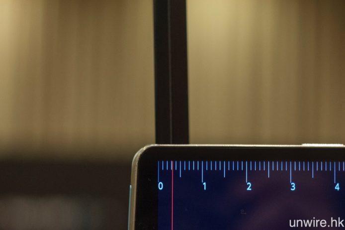 至於 77 吋的 G6 亦一樣是 Picture-on-Glass 設計,OLED 面板為 4mm 厚,較 E6 稍厚,而連玻璃背板則約厚 7mm。