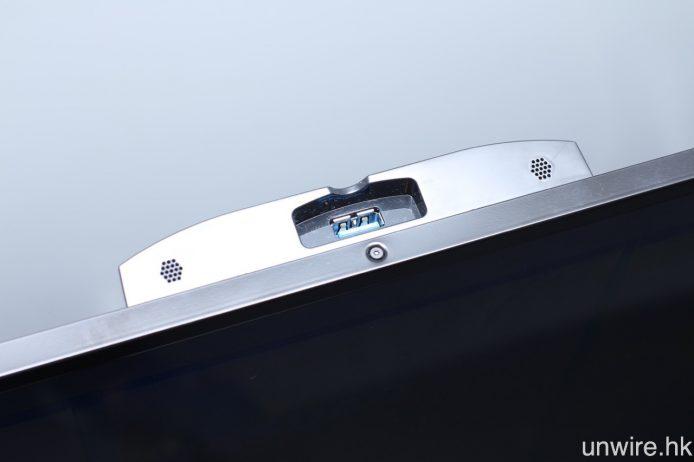 機背則有另一組 USB 3.0 輸入端子,可連接各種專屬配件。