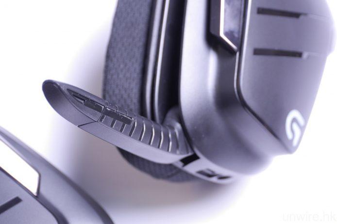 左邊耳筒設有嵌入式咪高峰,方便打機時作通話。