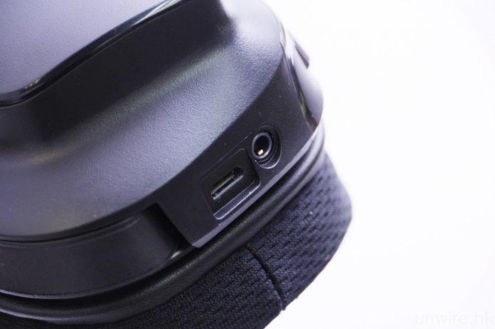 G933 亦支援被動式連接,可使用隨機附送的 3.5mm 接線連接訊源,而充電則使用 Micro USB 端子進行。