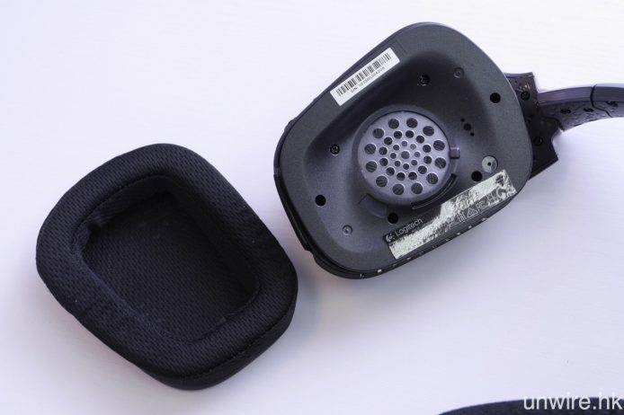 G933 耳筒採用 40mm 單元,而其運動型網格耳墊則為可拆式設計,可隨時拆除清潔。