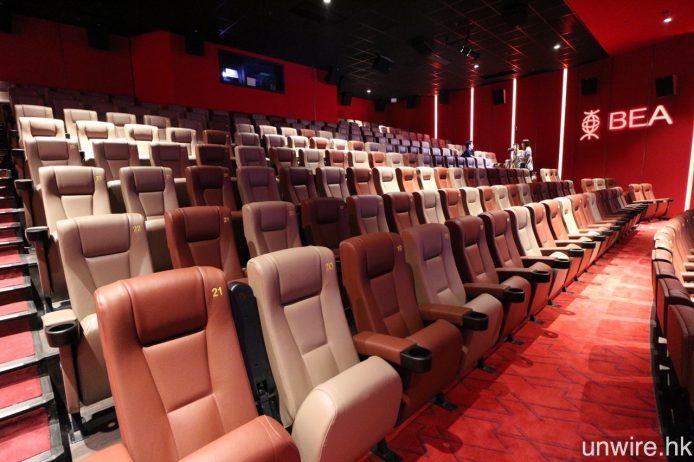 全部主影廳的座位均採用劇院式階梯形設計。
