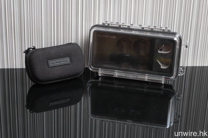 就連便攜盒亦有硬身便攜盒及密封防水盒各一個。