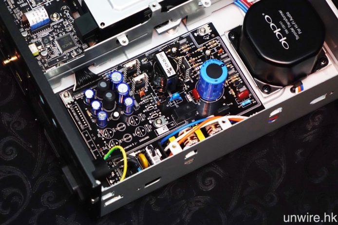 交換式電源板上,全部改用 Vishay BC Componets(Philips)電容。