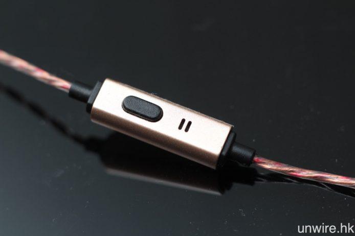 附設單鍵式免提線控,實試免提錄音人聲清晰,背景雜音雖仍然存在,但不會影響到免提通話清晰度。