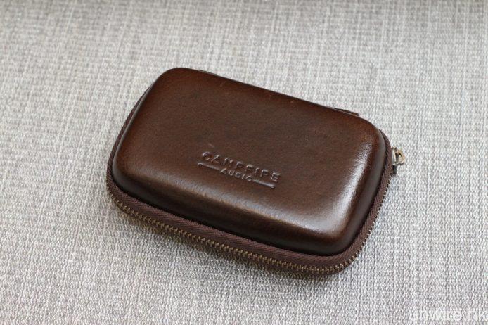 隨機附送深啡色油皮便攜盒。