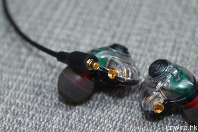 接駁端子為 MMCX 格式,除可連接 Westone 產品外,亦對應其他品牌之 MMCX 耳機。