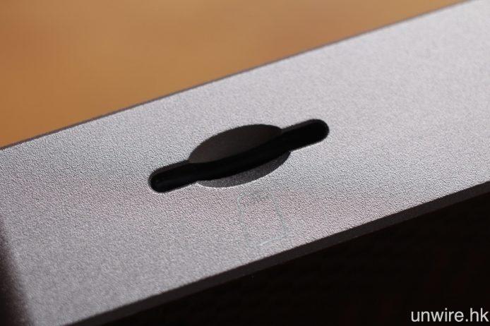 內置 32GB 儲存空間,並可透過 MicroSD 卡槽擴充容量,最高支援 200GB 記憶卡。