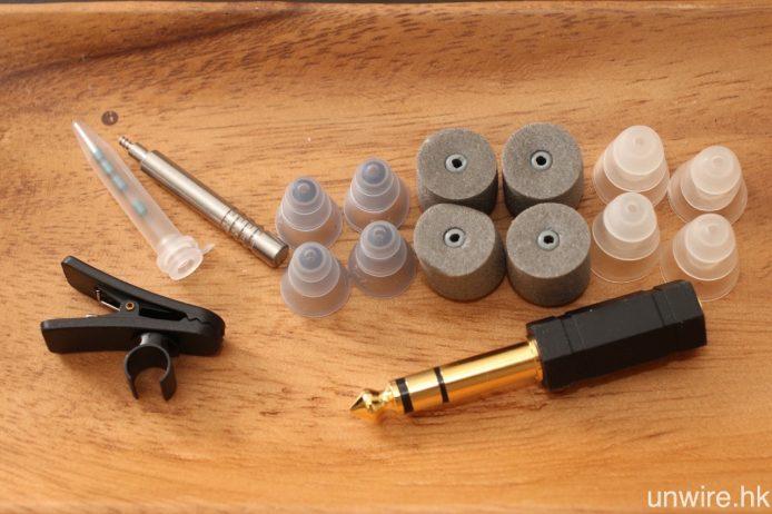 其他配件還包括大小三節耳膠及耳棉各兩對、3.5mm/6.3mm 轉插、濾片及更換棒及線材夾。