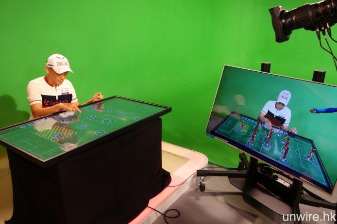 LeSports HK 直播廠房將配備圖中的互動 AR 3D 戰術板,陳婉婷及何輝更即場示範使用,可以看到畫面中將會有 3D CG 球員以 AR 方式出現。