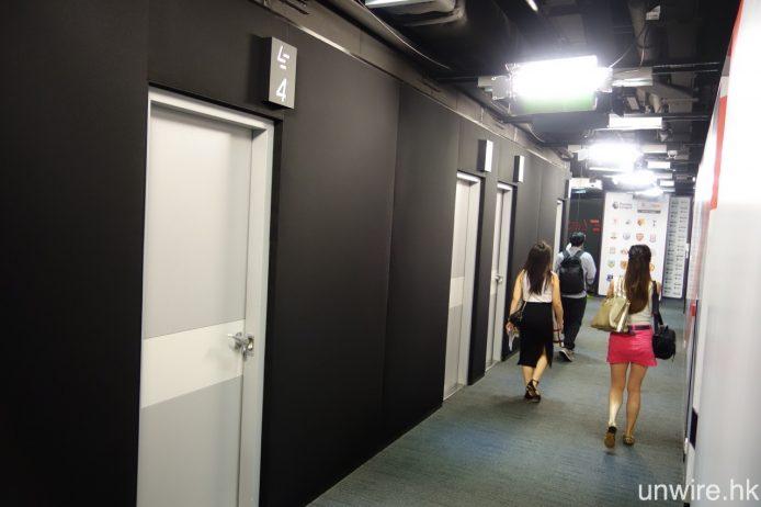 該總部內還設有另外兩間攝影廠房及多間控制室。