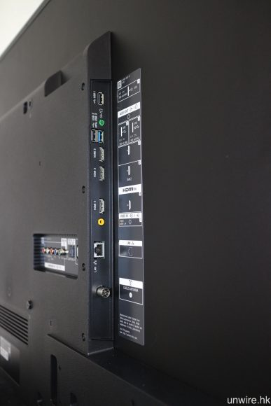 4 個系列機側均設有 3 組 HDMI、3 組 USB(一組為 3.0)、Ethernet 及天線等輸入端子。