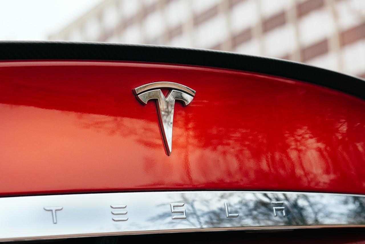 Tesla_shutterstock_242058751_廣告禁用
