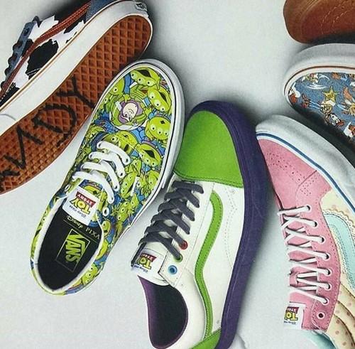 與迪士尼合作!潮流品牌 VANS 即將推出《Toy Story》主題運動鞋