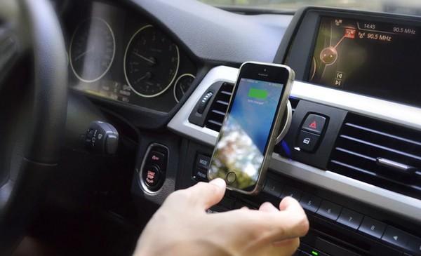 iPhone、Android 機都適用!Put2Go 磁吸式手機架+無線充電功能二合一