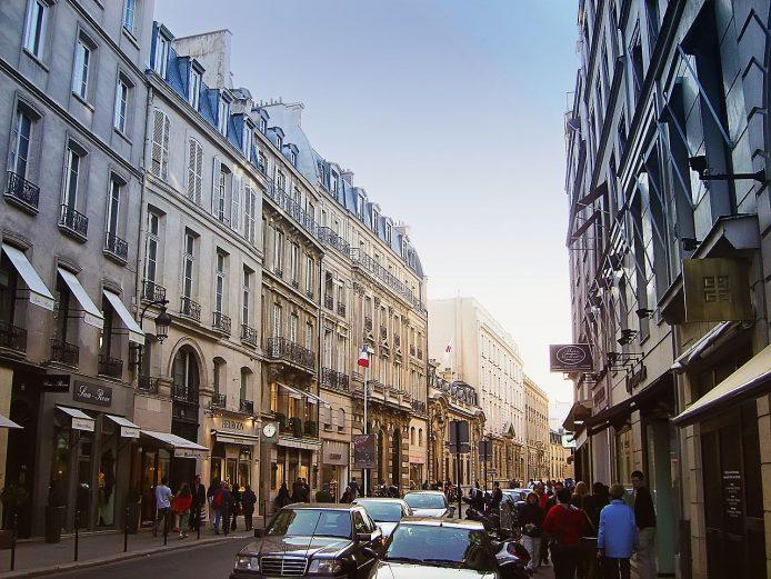 1280px-rue_du_faubourg_st_honore_dsc00792