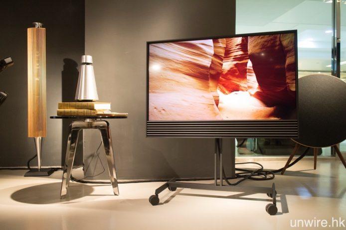 另一款 Android TV 新作 BeoVision Horizon(右),與及無線喇叭 BeoSound 1(左)亦已同步抵港開售。