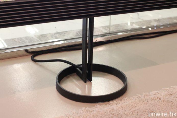 另外亦可選配圖中的落地腳架,能作 360 度轉動。