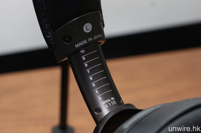 MDR-Z1R 為 Signature Series 中唯一一款產品於日本生產,並設有 10 段頭帶闊度調校,其他型號較在馬來西亞製造。