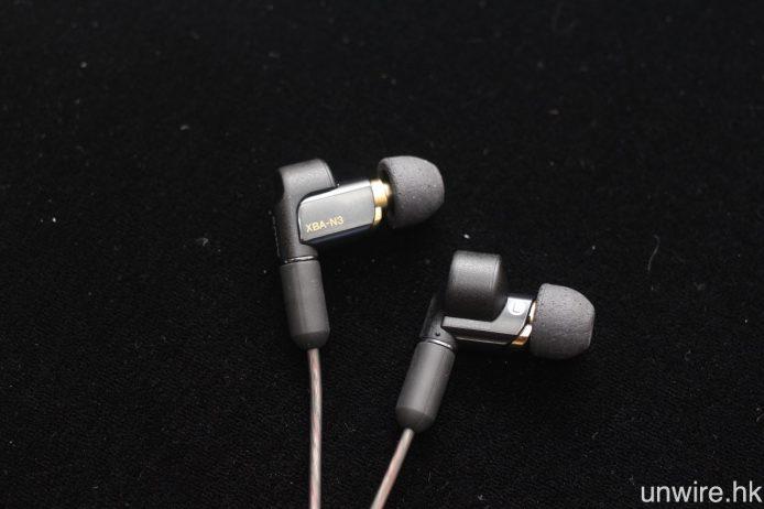 當中 XBA-N3AP 加入 Bass Sound Tube 及聲音空間控制技術去提升表現。