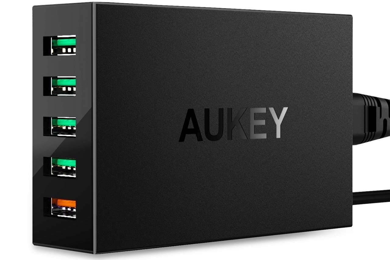 Aukey 5-Port Quick Charge 3.0 桌上型充電器齊叉 5 部機