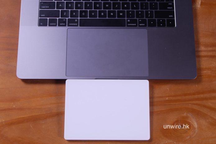 新 MBP 2016 的 Trackpad 幾乎跟 iMac 使用的 Magic pad 一樣大,「三指拖動」距離比以住舊 MBP 長