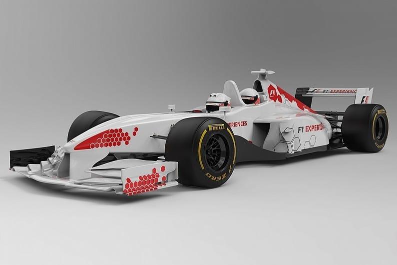 首部新版雙座位 F1 賽車亮相