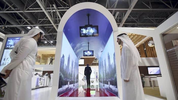杜拜機場新保安措施 睇完虛擬水族館即可通關