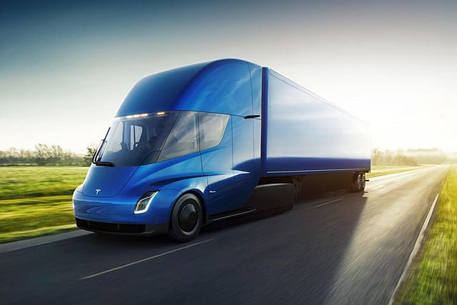 Tesla Semi 電動拖頭車發表售價 只貴一般柴油車一成