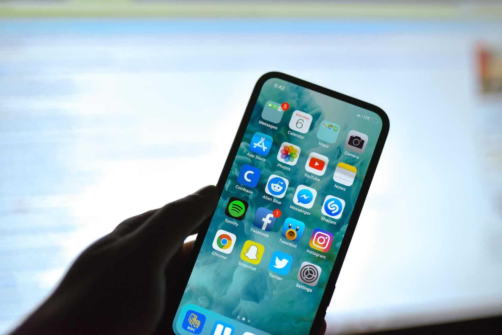 韓國業界指新版 iPhone 或去除「M字額」
