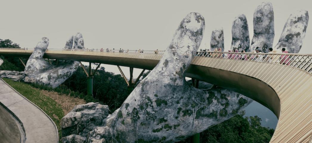 【有片睇】越南打卡新景點 雙手捧起的擎天天橋