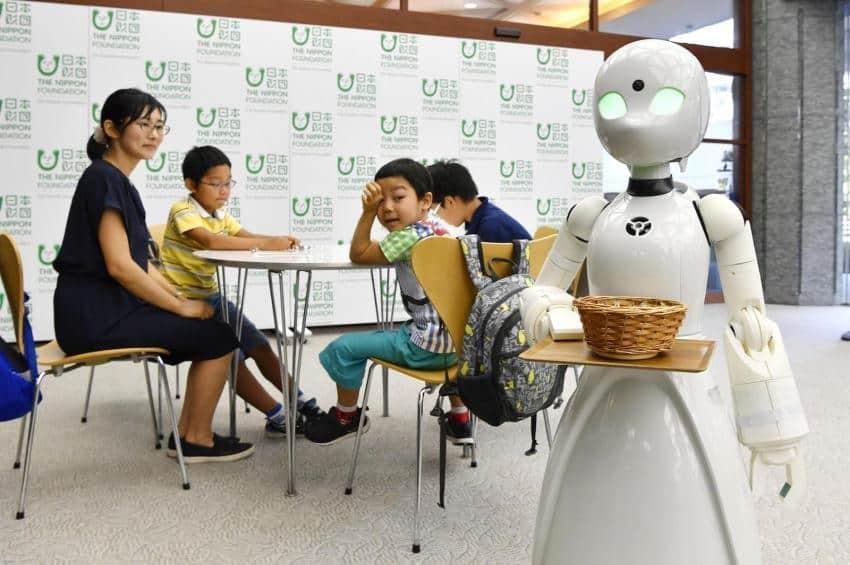 東京咖啡店引入機械人侍應 由傷殘人士負責操控